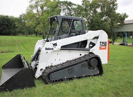 Аренда мини-погрузчика Bobcat T250 по цене от 957 руб./час
