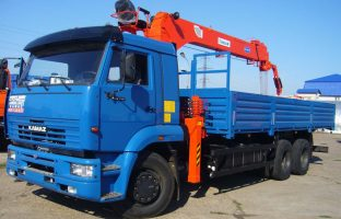 Аренда машины с манипулятором на базе КАМАЗ-65117 по цене от 850 руб./час