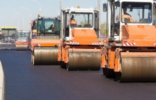 Строительство асфальтированных дорог по цене от 179 руб./м²